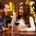 飲み会で気になる人に接近する方法