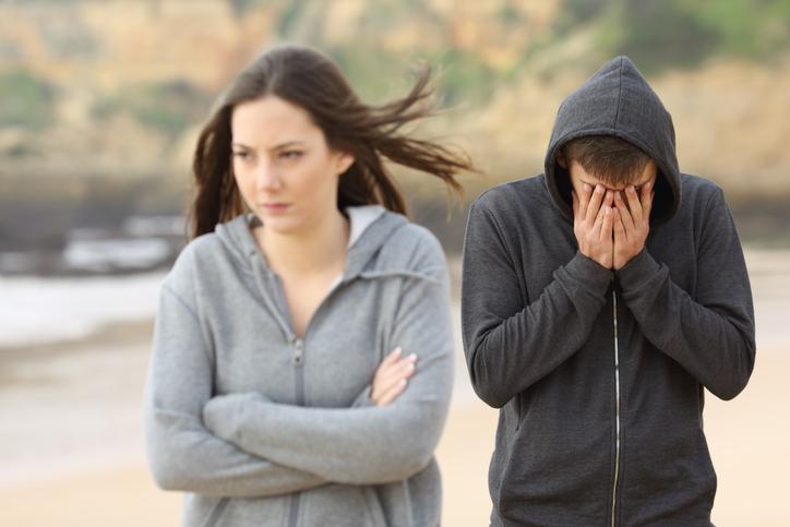 男性はおもしろくないことや辛いことがあると無口になる傾向
