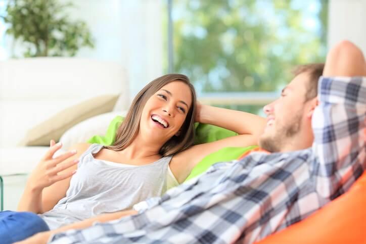 いい友達だけど…男性にとって「恋愛対象にはならない」女性の特徴