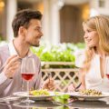 男性目線!食事中のグッとくる女性の行動