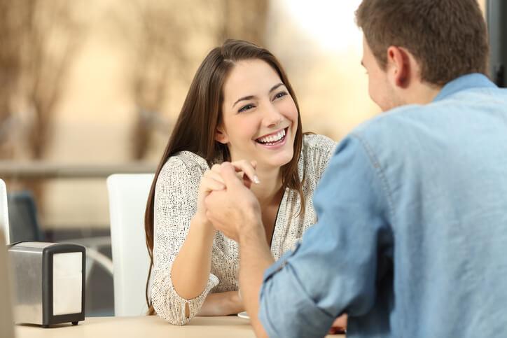 ぜひ使ってみて♡初対面でも「恋愛に発展しやすいテーマ」3つ