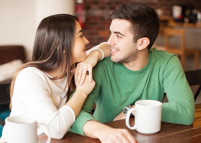 モテる女性は人の目を見て話す