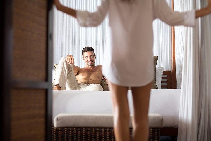 下着をセクシーに脱がす方法