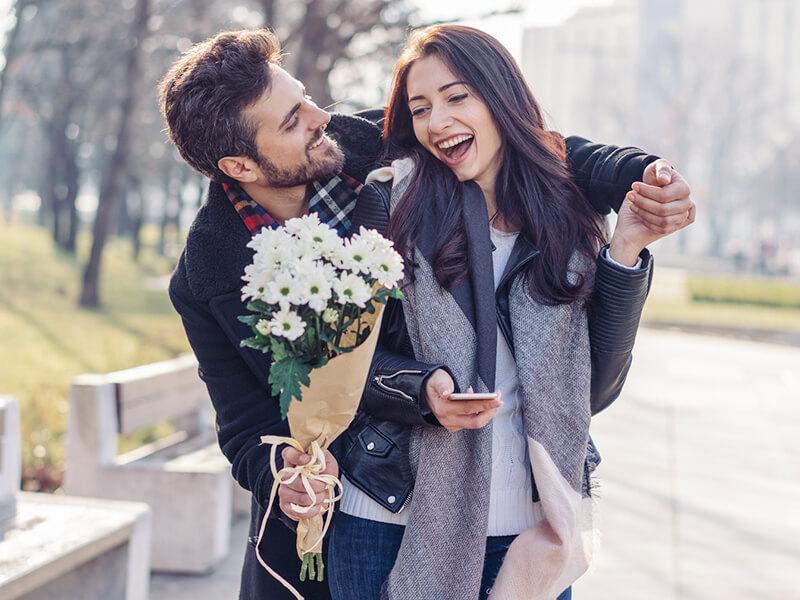 O型男性が大好きな女性に見せる「ゾッコンサイン」とは?