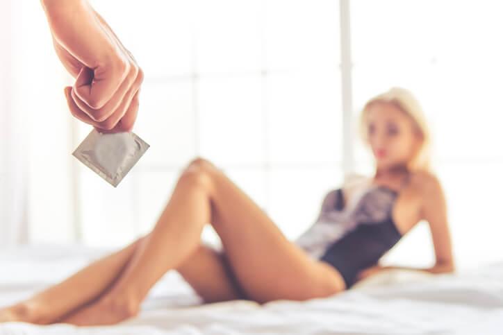 コンドームを付けてほしいと言われた女性