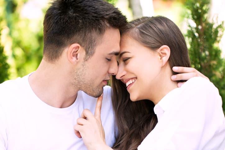 キスする場所で彼の心理がわかる?