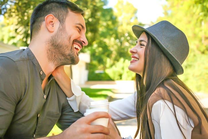 好きな人と会話するときの緊張を和らげる方法