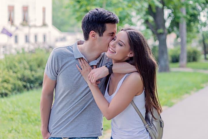 付き合っていない男性がキスする心理