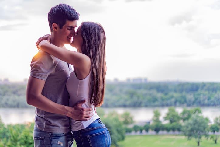 キス声と合わせて使いたい男性の心をグッと掴むテクニック