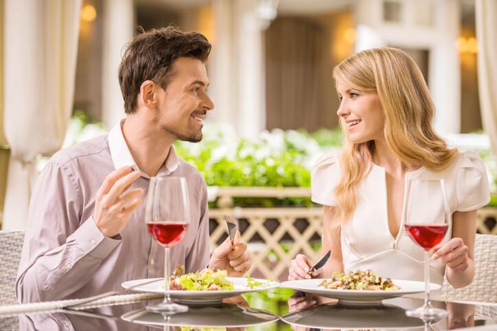 お食事デートでのNG集!男性が冷める女性の言動